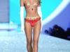 candice-swanepoel-10-million-bra-at-victorias-secret-fashion-show-1